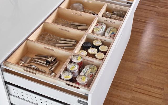 Complementos de madera para organizar los cajones de la for Cajones para cocina