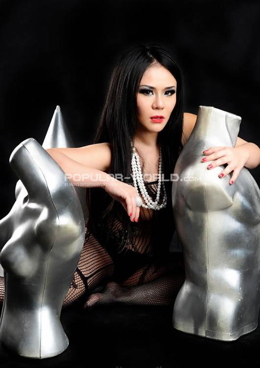 Hany Model Hot Majalah Popular