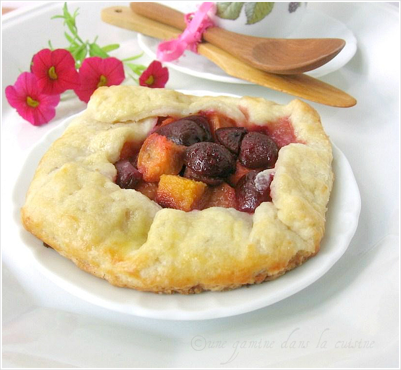 une gamine dans la cuisine: Cherry Peach Crostata