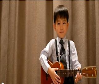 meninos asiaticos cantam musicas dos beatles