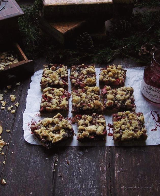 apple-berry + hazelnut streusel bars | une gamine dans la cuisine