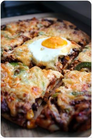 Chili con Carne-Pizza mit Ei
