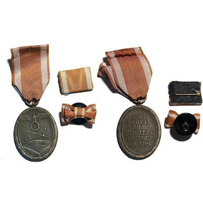 Medalla del muro, en Zinc, con su pasador de diario y su botón