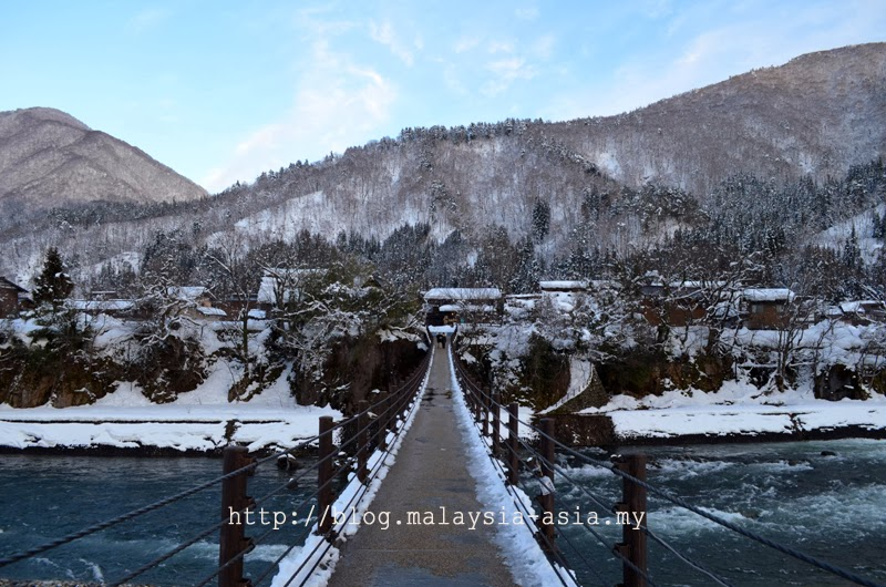 Deai Bridge in Shirakawa Go