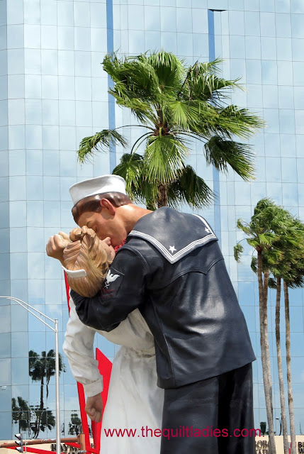 Sailor and nurse statue in Sarasota, Florida