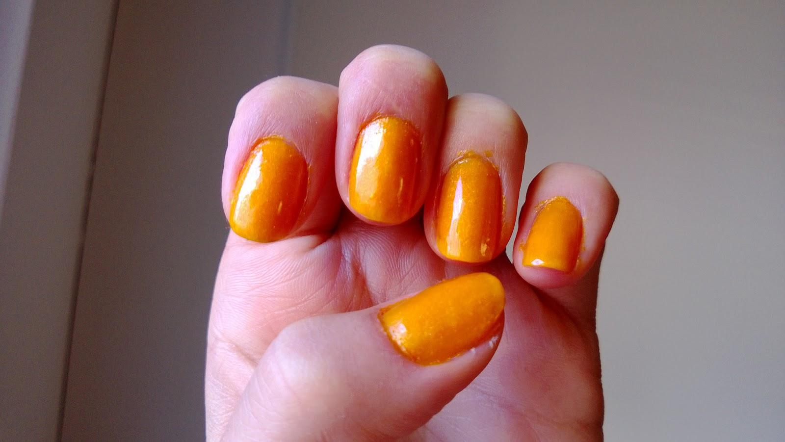 What Makes Happytarist Happy: DIY nail polish from yellow eyeshadow