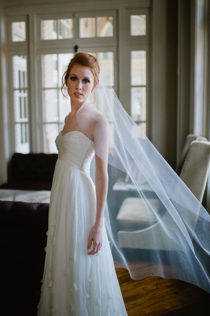 Classic wedding dress and veil : Bridal veil is the necessary wedding accessories for your