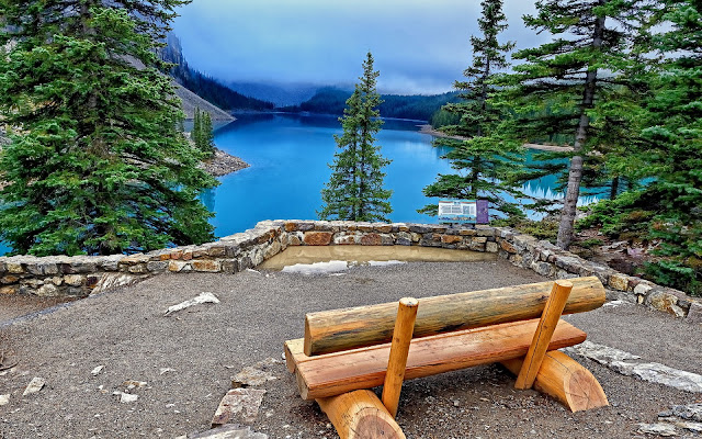 Banco de Madera en el Lago del Banff National Park Imagenes Gratis