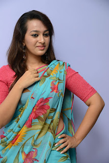 Esther Noronha Pictures in saree 024.jpg