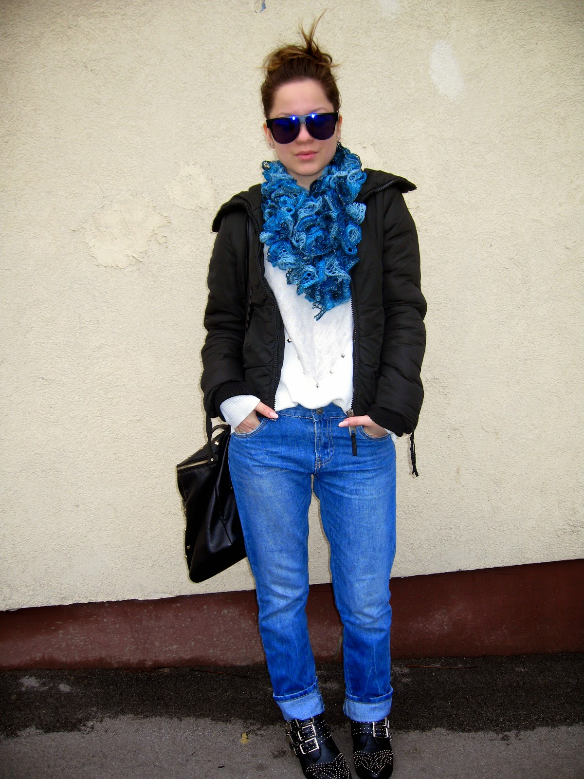 outfit, terranova boyfriend jeans, chloe ankle boots, tally weijl boots, blue knitted scarf, messy bun