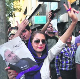 Para penyokong PresidenHasan Rowhani, berhimpun di Teheran