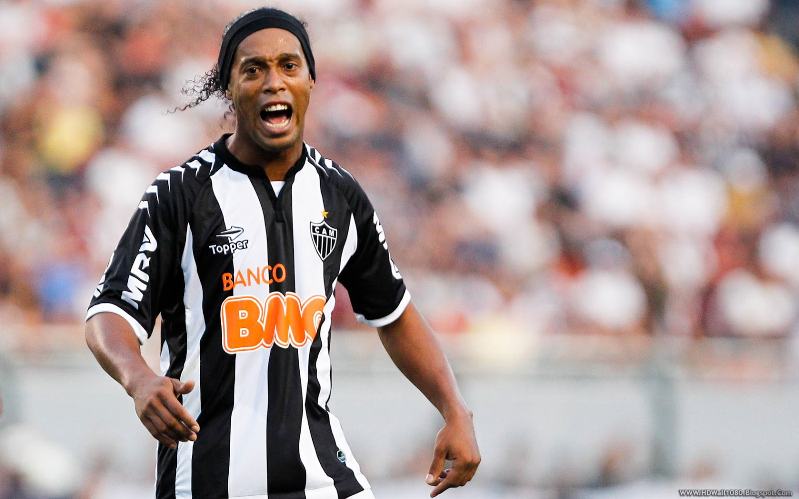 Who Does Ronaldinho Play For
