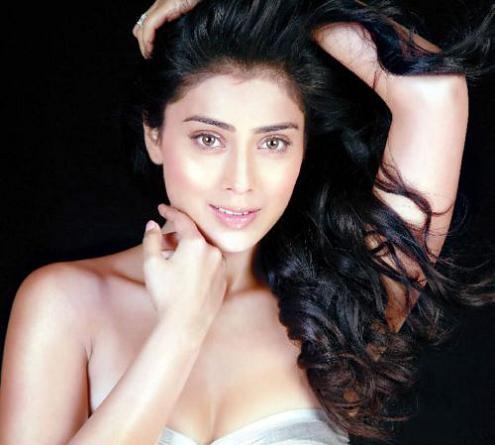 , Shriya Saran Face Close Up Stills