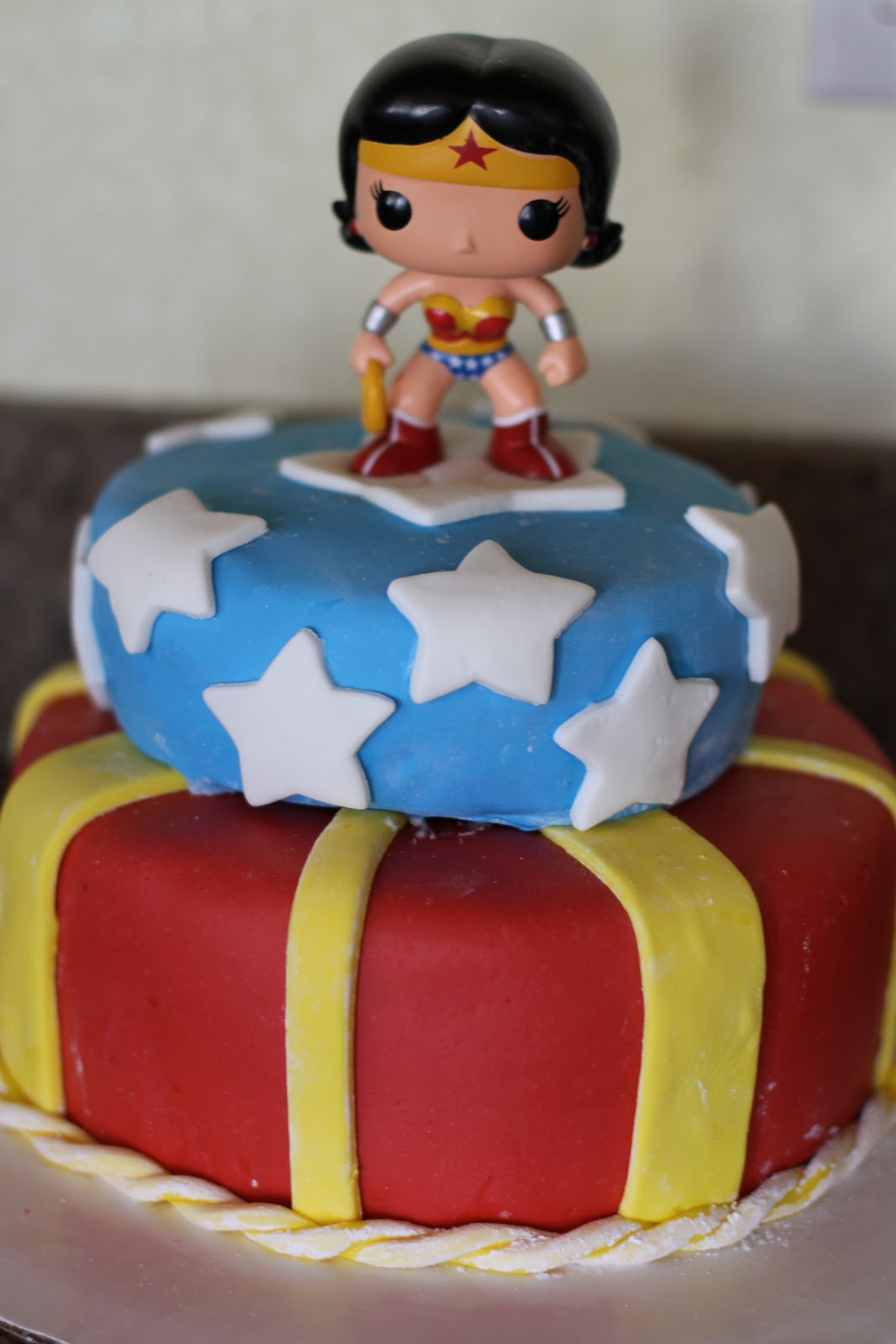 Wonder Woman Party Cake Ideas and Designs