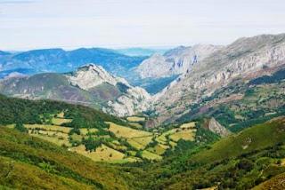 Teverga, ascensión al pico Ferreirúa, vista del valle de Teverga