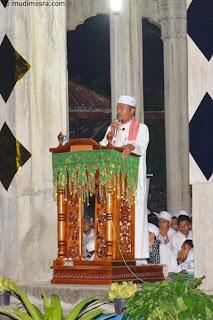 Tu Bulqaini memberikan Tausyiah.
