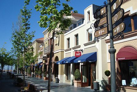 Una patatera en madrid las rozas village - The first outlet las rozas ...