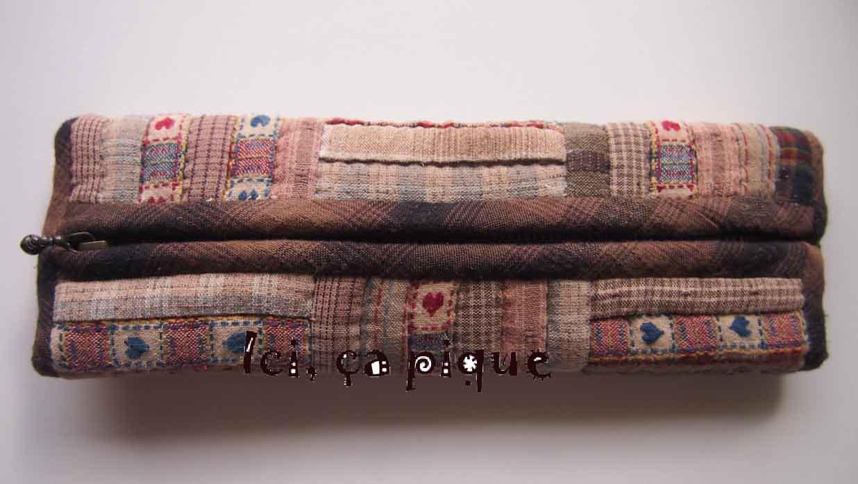 ici a pique un bon exercice de patchwork trousse en mille tissus. Black Bedroom Furniture Sets. Home Design Ideas
