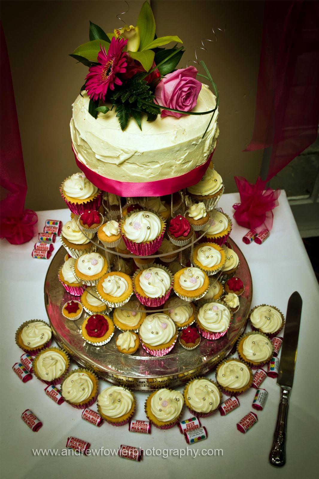 http://1.bp.blogspot.com/-DxeXRB3uiNY/TdrR6yHrBBI/AAAAAAAABIc/NK0CiiRj28w/s1600/Bridge_Inn_Wedding_14.jpg
