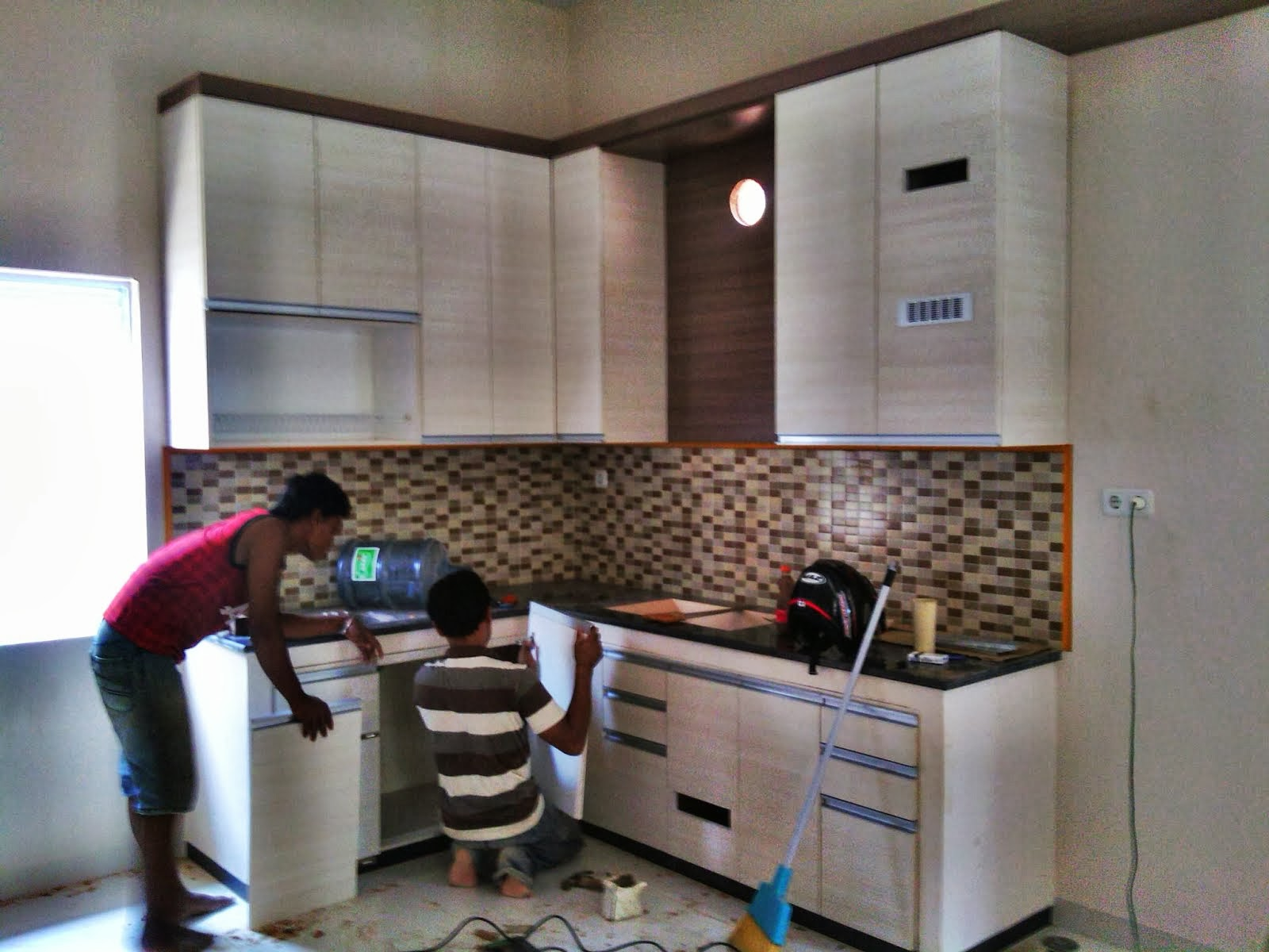 Tfq architects pemasangan kitchen set dijalan sampurna for Pemasangan kitchen set