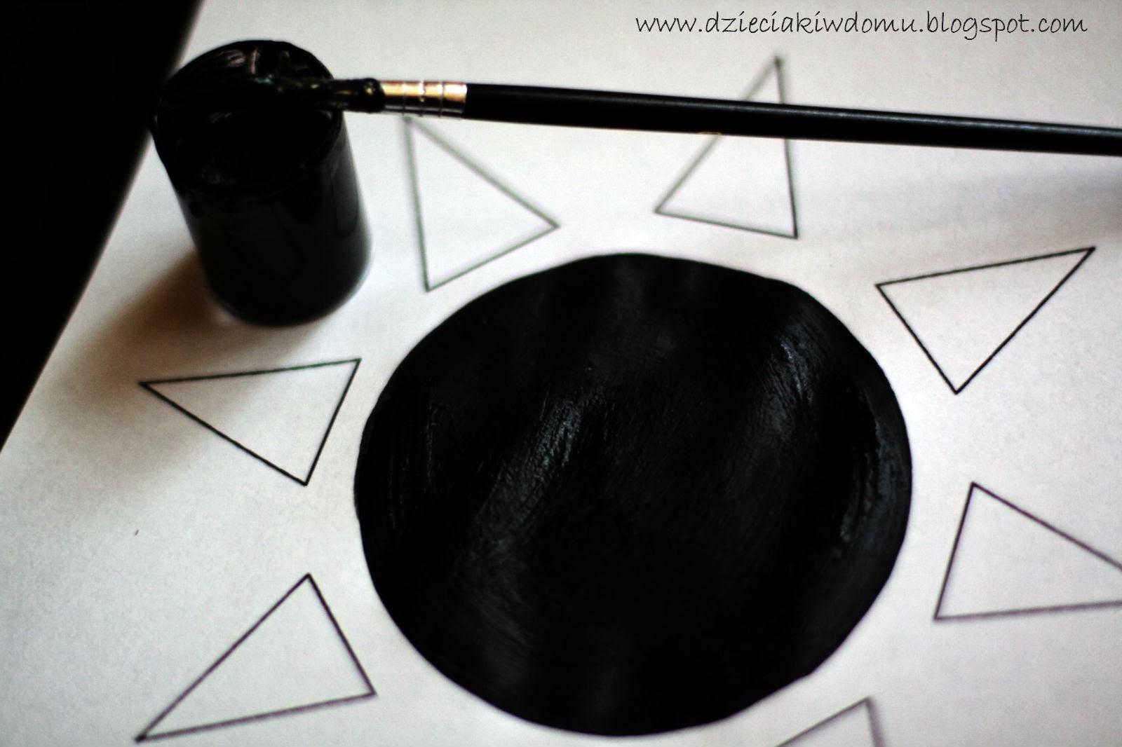 czarno-białe obrazy dla noworodka, rozwój dziecka w  pierwszym miesiącu