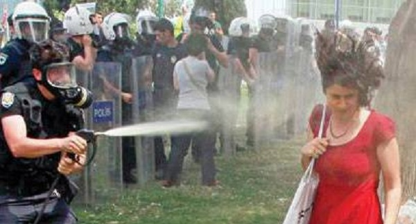 Στέλεχος της Εθνικής χτύπησε εργαζόμενη που απεργούσε