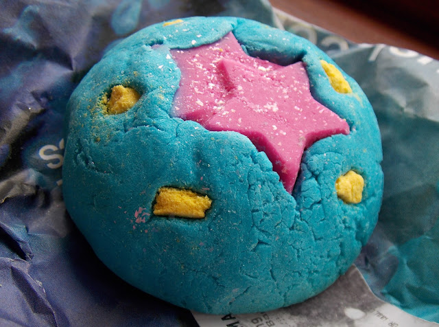 Lush Oxford Street- Big Bang Bubble Bar Review