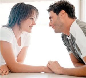 happy-man-woman-الكرم مفتاح السعادة الزوجية