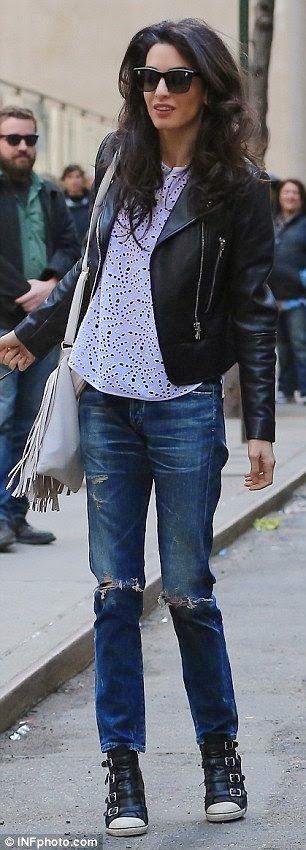 Amal Alamuddin, Amal Clooney blusão de pele, top renda e ténis