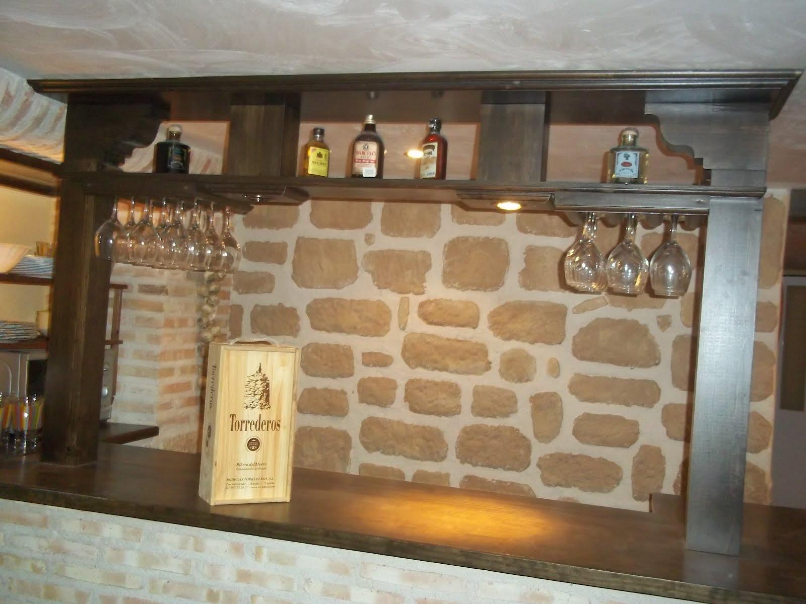 Carpinteria viosca roda barra de bar y botellero for Barra de bar exterior