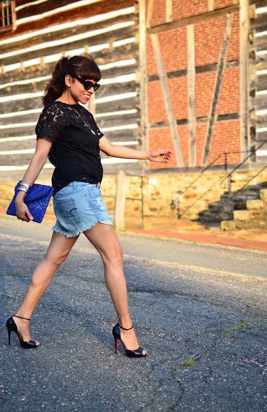 Outfit with cutoff denim shorts and heels