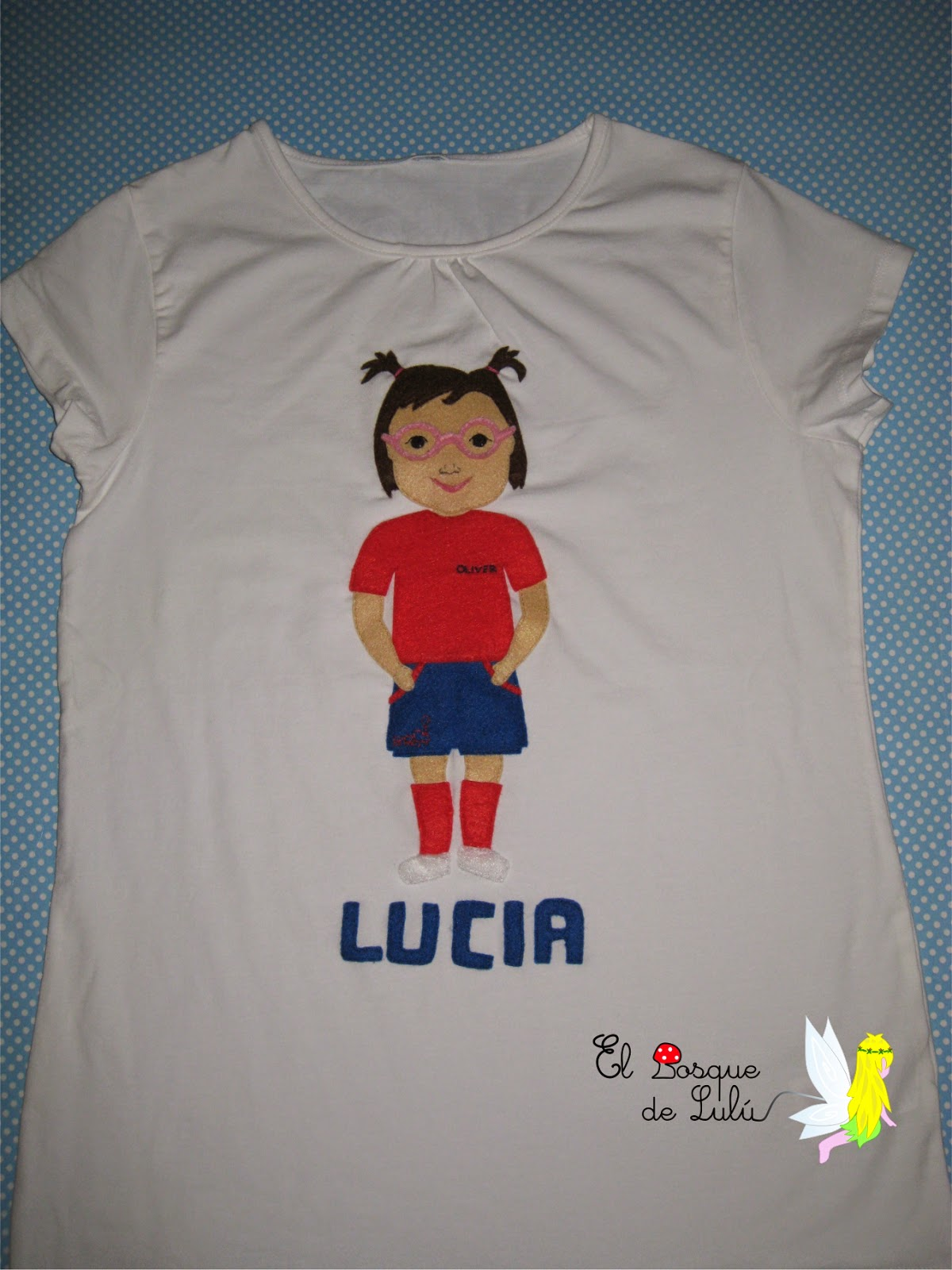 camiseta-customizada-decorada-fieltro-personalizada-muñeca-regalo-profesora-guardería
