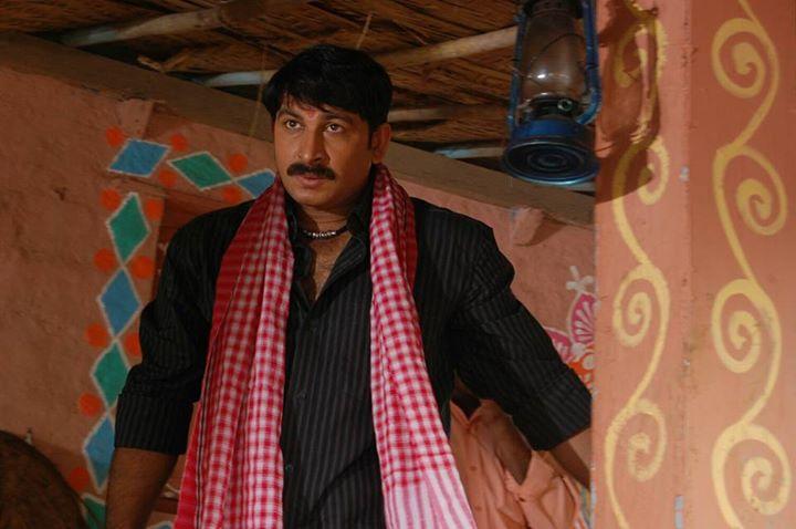Manoj Tiwari and Gunjan pant Romance pics