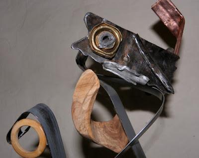 """Sculpture bois et métal """"Picoiso"""" recyclage artistique par Ama sculpteur Alpes de Haute Provence"""