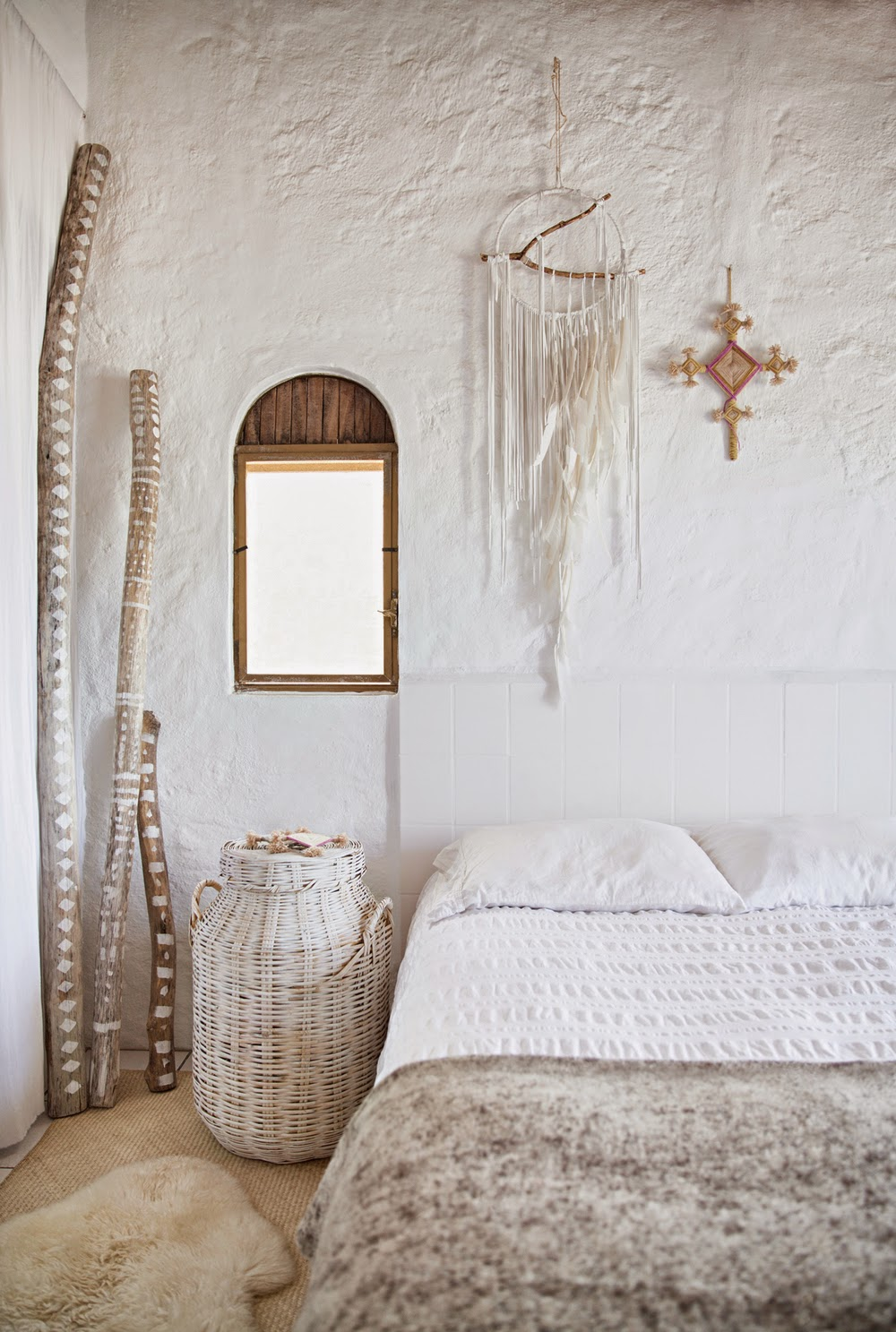 Folk textiles and works of local artisans give the house a unique look and character. I love various dreamcatchers hanging all around, they are so cool3