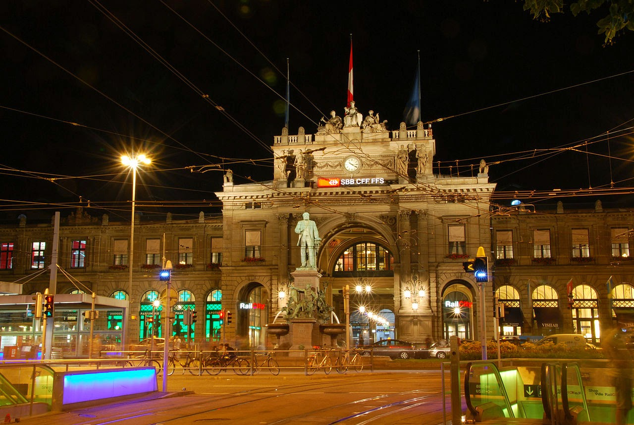 Zürich Main Station at night