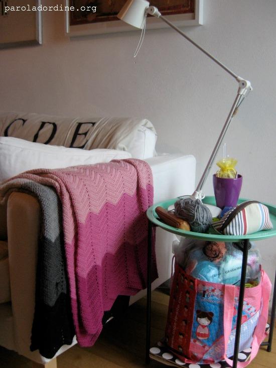 paroladordine-soggiorno-tavolino