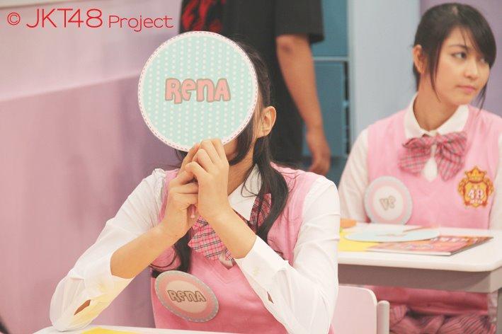 Rena dan Ve di JKT48 school