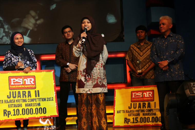 "Indescrible Moment of ""Malam Anugerah"" HRWC (Hatta Rajasa Writing Competition) 2012"