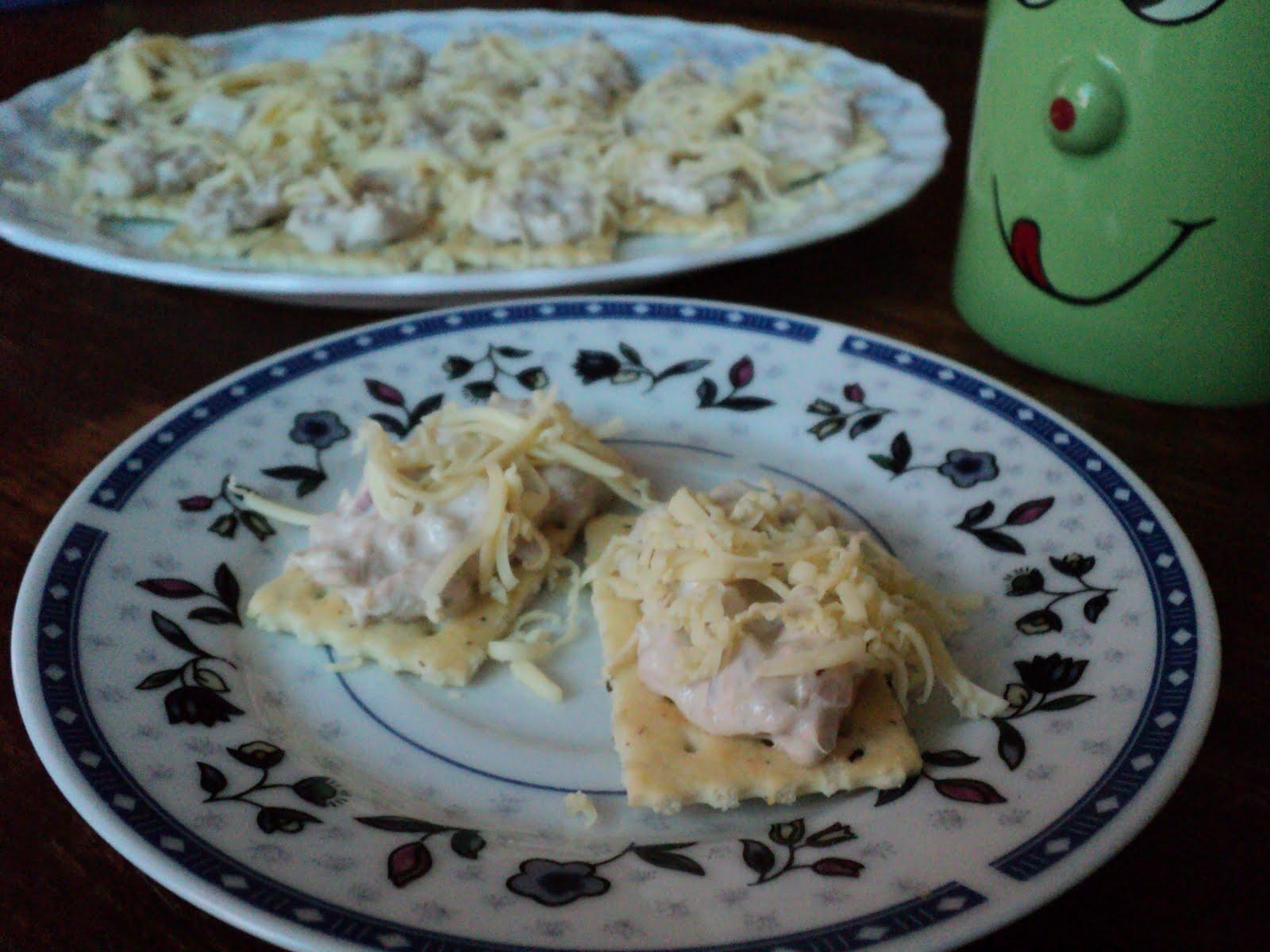 tuna on crackers