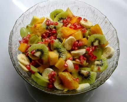 Hedelmäsalaatti hunajamelonikastike