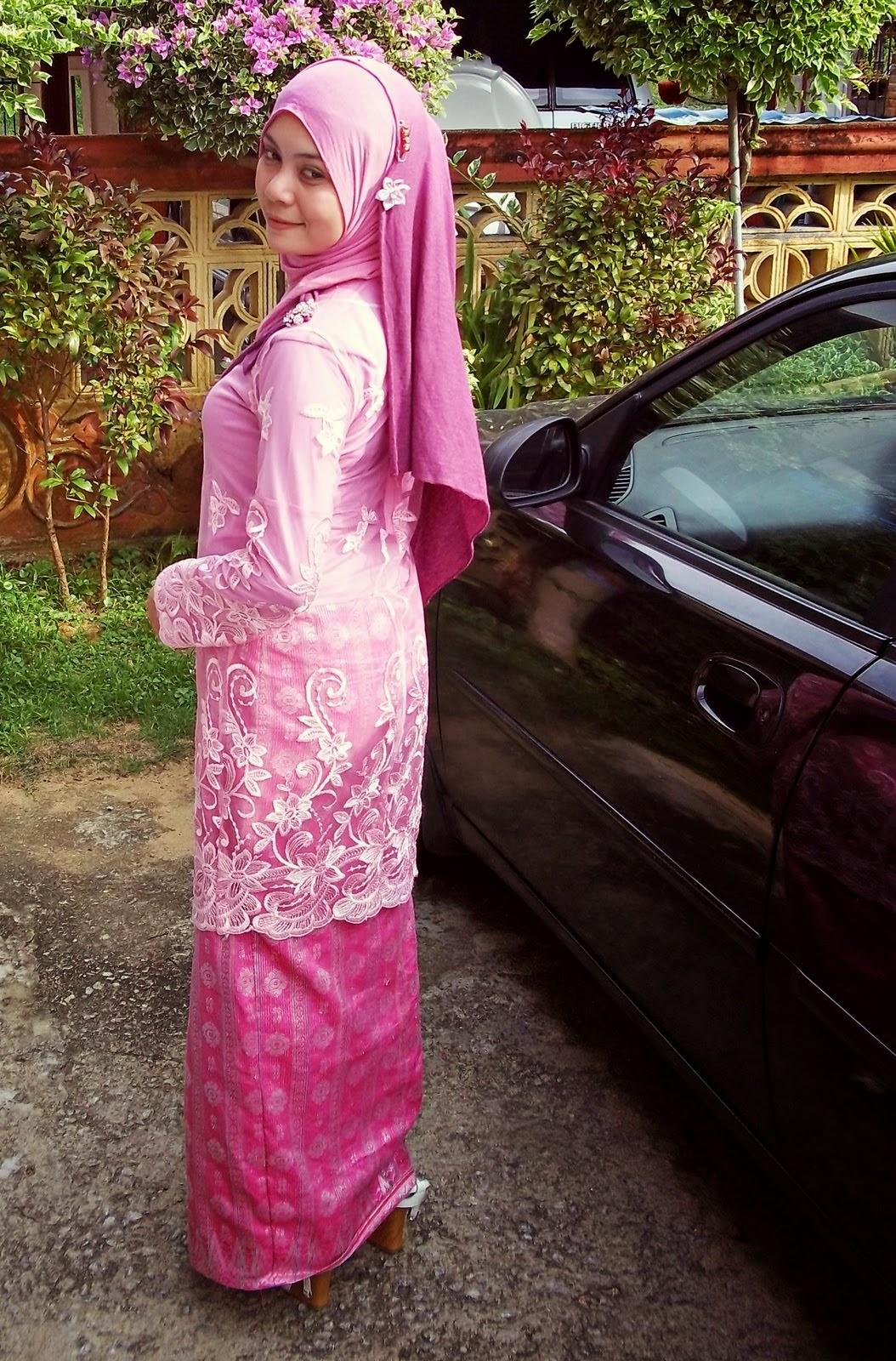 Malay tudung berbaju kurung isap kote