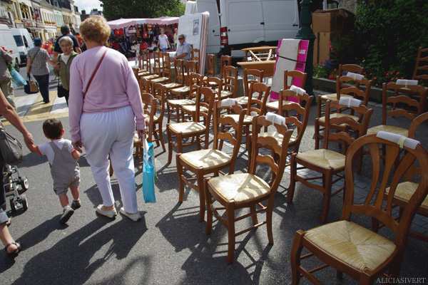 aliciasivert, alicia sivertsson, Le Nebourg, market day, stol, stolar, chair, chairs