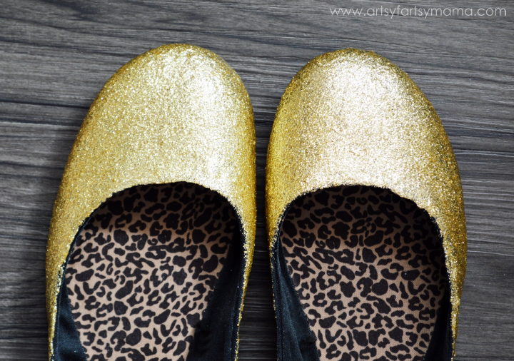 DIY Glitter Shoes at artsyfartsymama.com