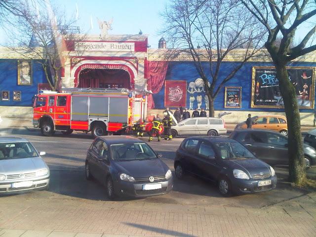 Autobrand - Feuerwehr trifft ein - Fliegende Bauten - Heiligen-Geist-Feld