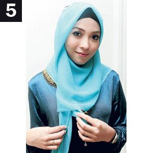 7 Langkah Mudah Memakai Jilbab Segi Empat (7 Foto)