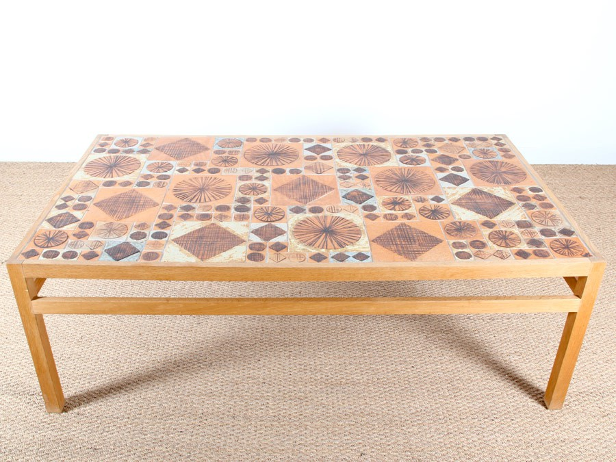 Space vintage and retro identifying tile topped tables for Table ceramique