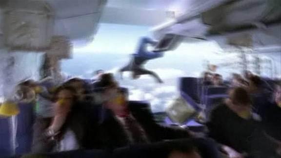 penumpang pesawat terlempar keluar