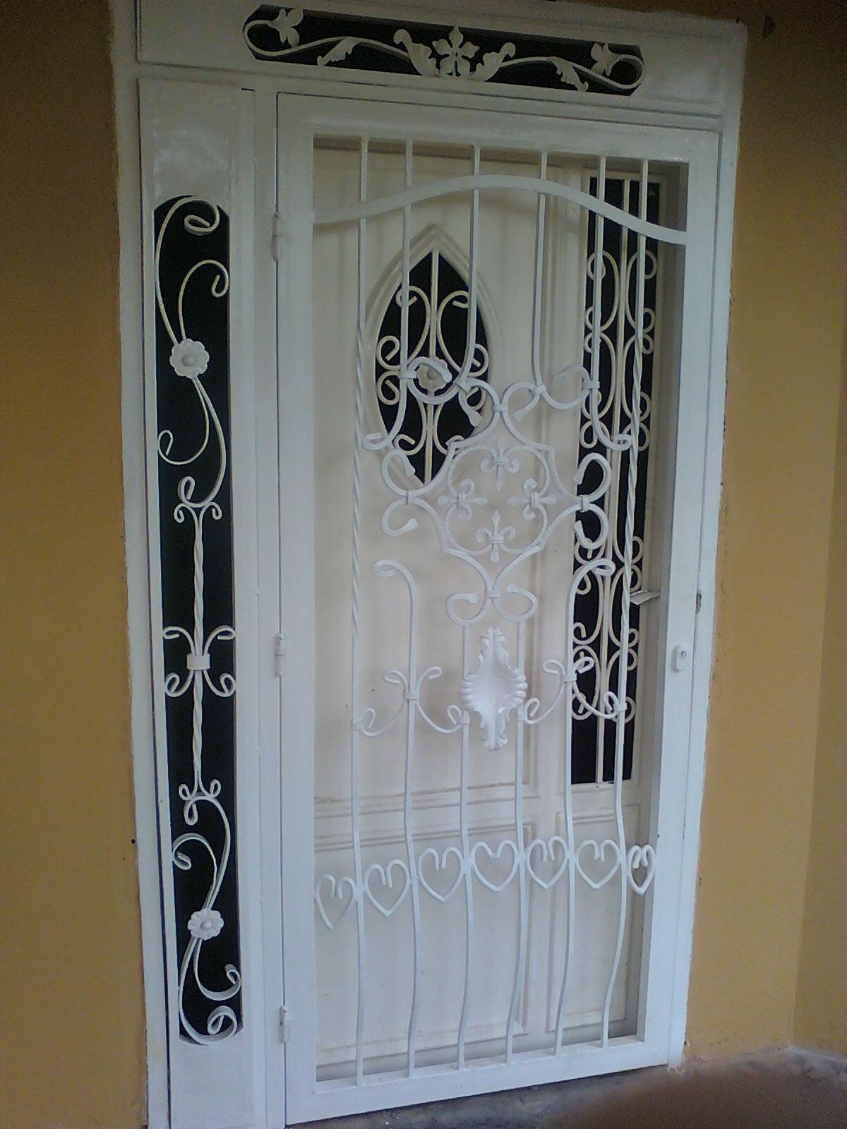 Ideas en hierro forjado rejas y puertas for Modelos de rejas de fierro para puertas