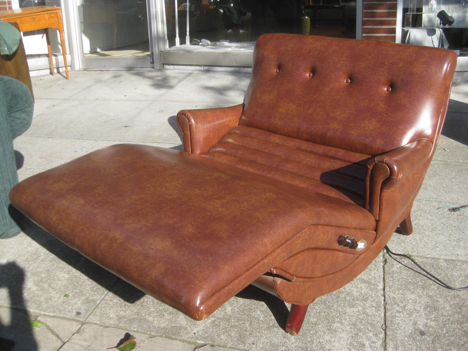 UHURU FURNITURE & COLLECTIBLES SOLD Contour Chair Lounge $175